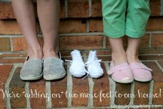 Creative Pregnancy Announcement Photo with Kids, at Serenity Now blog Pregnancy Reveal Photos, Creative Pregnancy Announcement, Pregnancy Announcement Photos, Baby Photos, Pregnancy Pictures, Serenity Now, Three's Company, Baby Time, Maternity Pictures