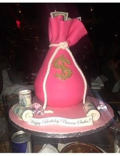 Lets be real if thats was real money i wound eat the whole cake and save the dollars 21st Birthday Cakes, 19th Birthday, Birthday Bash, Girl Birthday, Birthday Ideas, Hotel Birthday Parties, Birthday Goals, Birthday Photos, Rodjendanske Torte