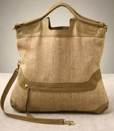 Google Image Result for http://www.pursepage.com/wp-content/uploads/2007/12/anna-corinna-burlap-country-tote.jpg