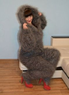Gros Pull Mohair, Fluffy Sweater, Catsuit, Sweater Outfits, Hand Knitting, Goats, Overalls, Jumpsuit, Fur
