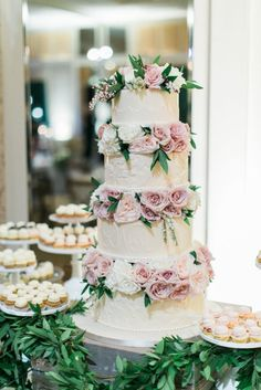 Wedding cake idea; Featured Photographer: Troy Grover Photography