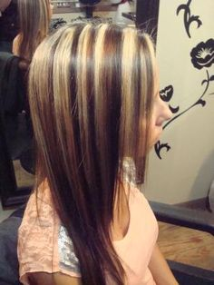 Dark Hair With Blonde Highlights Dark Brown Hair With Blonde Highlights, Hair Highlights And Lowlights, Dark Hair, Chunky Highlights, Caramel Highlights, Highlights Underneath, Dramatic Highlights, Red Blonde, Corte Y Color