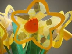 Beautiful spring craft for toddlers: daffodil suncatchers