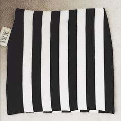 New mini w/ tags Black and white striped skirt. Stretch. Forever 21 Skirts Mini
