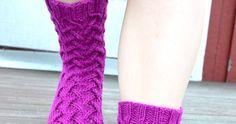 Pitkäperjantaina törmäsin netissä tähän paljon kudottuun malliin etsiessäni jotain uutta puikoille. Malli on nimeltään Sirkka. Facebookin ...