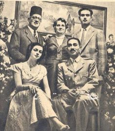 Engagement party of Anwer and Jihan Al Sadat Rare Photos, Vintage Photographs, Old Pictures, Old Photos, President Of Egypt, Arab Celebrities, Egyptian Kings, Old Egypt, Arabic Calligraphy Art