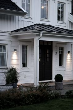 Tilda Bjärsmyr - Our home in sweden Fasade House, Exterior Design, Interior And Exterior, Double Front Entry Doors, Outdoor Wall Lighting, Outdoor Decor, England Houses, Nordic Home, House Doors