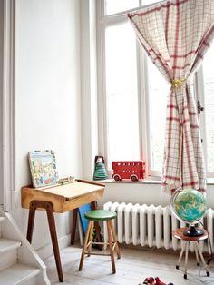 Gorgeous Children's room from My Scandinavian Home Old School Desks, Casa Kids, Deco Kids, Vintage Room, Vintage Desks, Vintage Office, Vintage Style, Vintage Playroom, Vintage Nursery