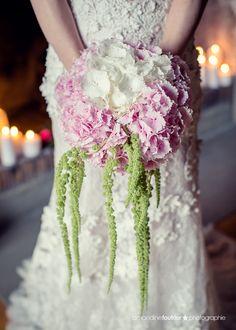 bouquet de mariée hortensia & amarante retombante