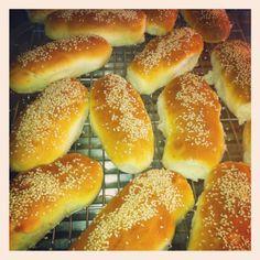Perfekte pølsebrød! (Olala) Paleo Dinner, Lchf, Hot Dog Buns, Food And Drink, Low Carb, Gluten Free, Bread, Blogging, Glutenfree