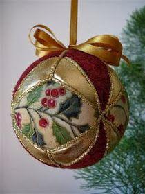 Christmas Craft Fair, Quilted Christmas Ornaments, Felt Christmas Decorations, Fabric Ornaments, Christmas Sewing, Noel Christmas, Handmade Ornaments, Felt Ornaments, Christmas Tree Ornaments