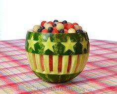 Now with FREE BONUS Patterns. Featured on TV, this Star Flower Watermelon Bowl is far superior your mother's ordinary watermelon basket. This visually striking watermelon bowl is easy enough for beginners. Your friends will be WOWed! Watermelon Fruit Salad, Watermelon Basket, Fruit Salads, Jello Salads, 4th Of July Watermelon, Watermelon Carving Easy, Carved Watermelon, Thanksgiving Fruit, Fruit And Vegetable Carving