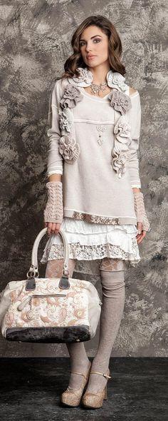 41 Ideas For Embroidery Fashion Inspiration Boho Embroidery Fashion, Embroidery Dress, Outfits With Hats, Casual Outfits, Mode Hippie, Hippie Chic, Elisa Cavaletti, Look Fashion, Womens Fashion