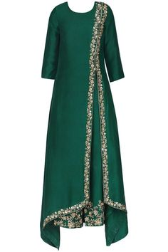 Emerald green embroidered kurta set available only at Pernia's Pop Up Shop. Emerald green embroidered kurta set available only at Pernia's Pop Up Shop. Abaya Fashion, Muslim Fashion, Indian Fashion, Fashion Dresses, Kurta Designs, Blouse Designs, Dress Designs, Pakistani Dresses, Indian Dresses