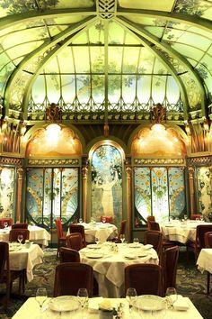 La Fermette Marbeuf ~ Paris 8ème~ magnificent neighborhood restaurant built in 1900, with wonderful food. 5, rue Marbeuf, Paris.