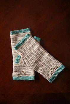 Ravelry: Summer Sprig Handwarmers pattern by Mamachee #crochet #handwarmers #pattern