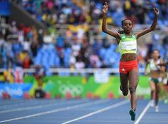 Caiu record do mundo com 23 anos.  A etíope Almaz Ayana tirou 14 segundos ao recorde do Mundo dos dez mil metros, que datava de 1993.  A portuguesa Salomé Rocha terminou a prova na 26ª posição, entre 37 concorrentes, com o tempo de 32:06.05, ficando a um segundo do seu recorde pessoal e a quase três minutos de Ayana que fez 29:17,45.