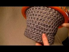 ▶ Loom Knitting - FIGURE 8 STITCH ON A ROUND LOOM - YouTube