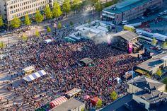 Nuorisoidolit villitsivät YleXPopissa - katso kuvat ja video lauantain tunnelmista Lahden torilla - ESS.fi Finland, City Photo, Times Square, Travel, Viajes, Trips, Traveling, Tourism, Vacations