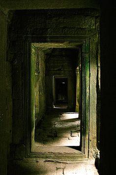 Secret passageway between the houses of London.