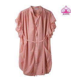 Keysa Blouse dengan warna Pink Salmon, ruffle & full kancing depan. Cocok untuk gaya santaimu ^_^