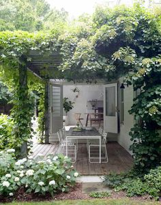 vine covered outdoor patio | amagansett house designed by Jessica Helgerson