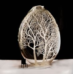 Gorgeous Glass Vessels Beautifully Engraved with Trees by Kayo Yokoyama - My Modern Met Glass Vessel, Glass Ceramic, Glass Art, Emu Egg, Egg Shell Art, Carved Eggs, Glass Engraving, Egg Designs, Egg Crafts