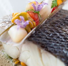 The Loti restaurant boasts a menu inspired by the elegant combinations of the flavours & gourmet traditions of Japan and Latin America. Oysters, Food Pictures, Villas, Restaurants, Spa, Lunch, Ethnic Recipes, Board, Gourmet