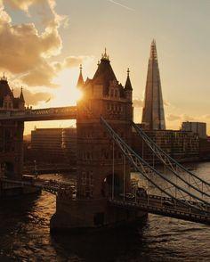 Who is your dream companion to cross the #TowerBridge?  Sleep well #London!     @johanneswittig    #ThisIsLondon by london