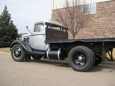 TheNewcityFamily photos: 1935 Ford 1 5 Ton Truck flat bed b Classic Ford Trucks, Ford Pickup Trucks, Cool Trucks, Big Trucks, Flatbed Truck Beds, Hot Rod Pickup, Little Truck, Flower Truck, Cool Vans