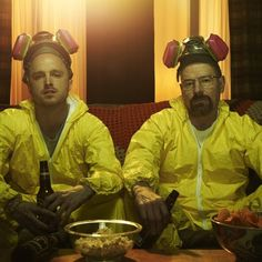 Aaron Paul reprises his role as Jesse Pinkman in El Camino, but Bryan Cranston's isn't yet confirmed to appear as Walter White in the Breaking Bad film Walter White, Breaking Bad Frases, Breaking Bad Movie, Breaking Bad Jesse, Breaking Bad Poster, Gus Fring, Top Des Series, Best Series, Jesse Pinkman