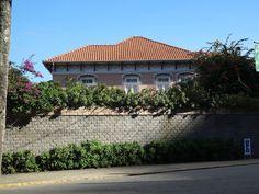 Barra do Piraí Através de Fotos Foto de Barra do Piraí, RJ - Casa centenária na saída da Ponte Metálica, em direção ao bairro Oficinas Velhas - 1º de maio de 2017 - Vicente Siqueira