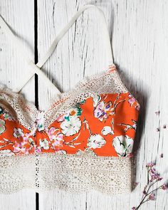 10 tutorials to make your own lingerie - Mandoline - - 10 tutoriels pour faire sa lingerie soi-même 10 tutorials to make his clothes -Anthropologie Favorites: Sleep, Lingerie, and BHLDNIntimates for Small Chested WomenBeing Bohemian: Lingerie & Slee Haute Couture Style, Diy Couture, Couture Sewing, Sewing Projects For Beginners, Sewing Tutorials, Sewing Tips, Sewing Hacks, Dress Tutorials, Lady Rockers