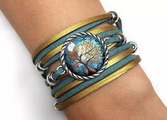repeatedly turned on the hand; with high quality graphics covered with a convex, magnifying glass; the length of the bracelet is adjustable from 15cm to 18cm #bracelet #wristbracelet #treeofLife #suede #silver #turquoise #gold #braceletonathong #handmade #braceletEgginegg #braceletwithcabochon #withatree #symbolic