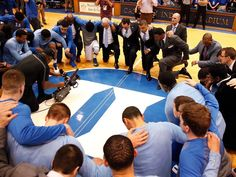 Moment of silence for Dean Smith before the Duke-UNC game Cyo Basketball, Basketball Games Online, Basketball Tricks, Love And Basketball, Duke Basketball, College Basketball, Basketball Players, Duke Vs North Carolina, Carolina Blue
