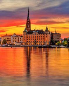 4,135 vind-ik-leuks, 32 reacties - Stockholm Instagram (@stockholm_insta) op Instagram: 'Magical Stockholm sunset ❤️ Wonderful shot by @dmkostic ✨#stockholm_insta'