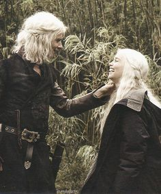 polar opposite from the scene ;) Harry Lloyd & Emilia Clarke - Behind the Scenes - Inside HBO's Game of Thrones  CUTE