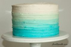 Blue Ombre Cake Tutorial - Step by step instructions will teach you to make an ombre layer cake - from cake to frosting, this tutorial has it all! Bolo Yoga, Piniata Cake, Blue Cakes, Mermaid Cakes, Cakes For Boys, Smash Cake For Boys, Buttercream Cake, Cake Tutorial, Cookies Et Biscuits