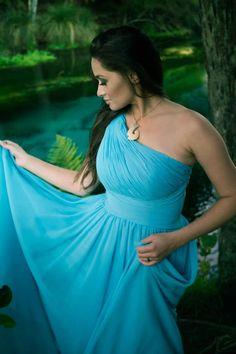 Girl can saaaang Best Evening Dresses, Dress Robes, Formal Dresses, Wedding Dresses, Beautiful Women, Level 3, Culture, Lady, Music