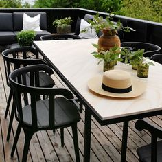 Time to get dinner started and set the table🍽🌿 Outdoor dining of course🙌🏻 . Outdoor Dining, Outdoor Tables, Dining Table, Outdoor Decor, Garden Design, Outdoor Furniture Sets, Table Settings, Summertime, Dinner
