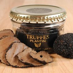 Coat your dishes in the intense flavor and enveloping aroma of black truffles from around the world! Discover a large selection of seasonal black truffle products including both summer and winter truffles, perfect for your next gourmet meal. Truffle Oil, Black Truffle, Truffle Mushroom, Mushroom Risotto, Fungi, What Is Truffle, Wine Recipes, Gourmet Recipes, Gastronomia