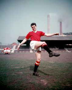 """Thomas """"Tommy"""" Taylor January 1932 – 6 February was an English footballer, who was known for his aerial ability. He was one of the eight Manchester United players who lost their lives in the Munich air disaster. Manchester United Training, Manchester United Images, Manchester United Legends, Manchester United Players, Munich Air Disaster, Tommy Taylor, Man Utd Squad, Bobby Charlton, Bristol Rovers"""