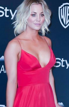 Hollywood Gossip Beautiful Celebrities, Beautiful Actresses, Beautiful Females, Kaley Cucuo, Kaley Cuoco Body, Jolie Lingerie, Hollywood Gossip, Hollywood Celebrities, Pretty Face