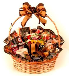 Mother's Day Breakfast Basket: 15 Beautiful Ideas - Shopper Gifts : Discover gifts, and showcase the best. Breakfast Run, Breakfast Basket, Mothers Day Breakfast, Diwali Gift Hampers, Chocolate Basket, Chocolates, Square Baskets, Themed Gift Baskets, Low Fat Yogurt