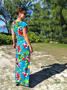 Oh wow, on my summer sewing list for sure. Free pattern and tutorial on how to make this tropical wrap maxi dress pattern. Sew Maxi Dresses, Maxi Wrap Dress, Trendy Dresses, Nice Dresses, Glasses Outfit, Wrap Pattern, Dress Patterns, Sewing Patterns, Simple Outfits
