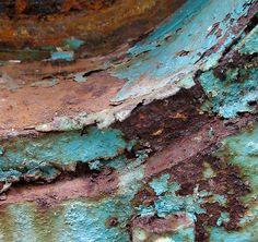 Beauty in Decay - peeling paint and colourful rust patterns - surface pattern inspiration Rust Never Sleeps, Inspiration Artistique, Nature Artwork, Peeling Paint, Jackson Pollock, Rusty Metal, Art Abstrait, Beautiful Textures, Art Plastique