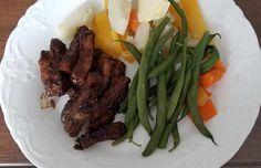 Recette: Lanières de côtelettes de porc, dans une sauce à spare ribs. Spare Ribs, Sauce, Steak, Beef, Food, Pork Chops, Meat, Mom, Meal