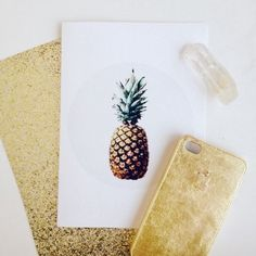Just as shiny as it is easy, this DIY Gold Leaf Phone Case will take you 10 minutes to make, max! Click to learn how.
