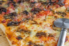 Pizza fatta in casa per due Pizza House, Pizza Party, Hawaiian Pizza, Light Recipes, Vegetable Pizza, Bakery, Food And Drink, Favorite Recipes, Cheese
