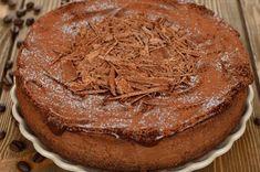 GATEAU MOELLEUX AU CAFE (Pour 6 P : 150 g de farine, 150 g de sucre, 125 g de beurre, 3 œufs, 2 c à c de café soluble, (ou 1 c à s d'extrait de café), 10 cl de crème, 1 sachet de levure)